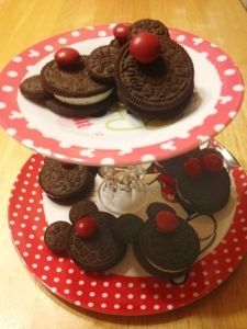 Minnie Mouse Oreo Pops on a Minnie Mouse Pastry/Cupcake/Cake Stand