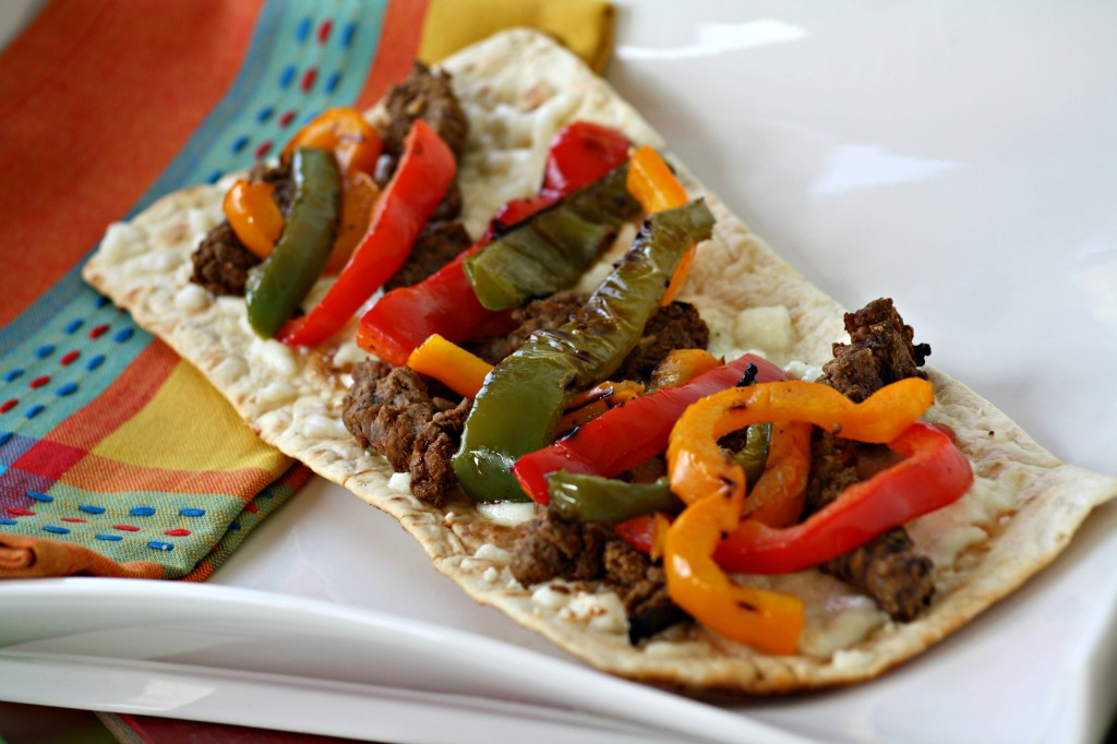 Fajita Flatbread @addicted2recipe