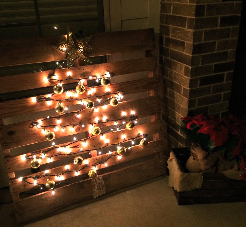 Christmas Decorations Pallet Tree
