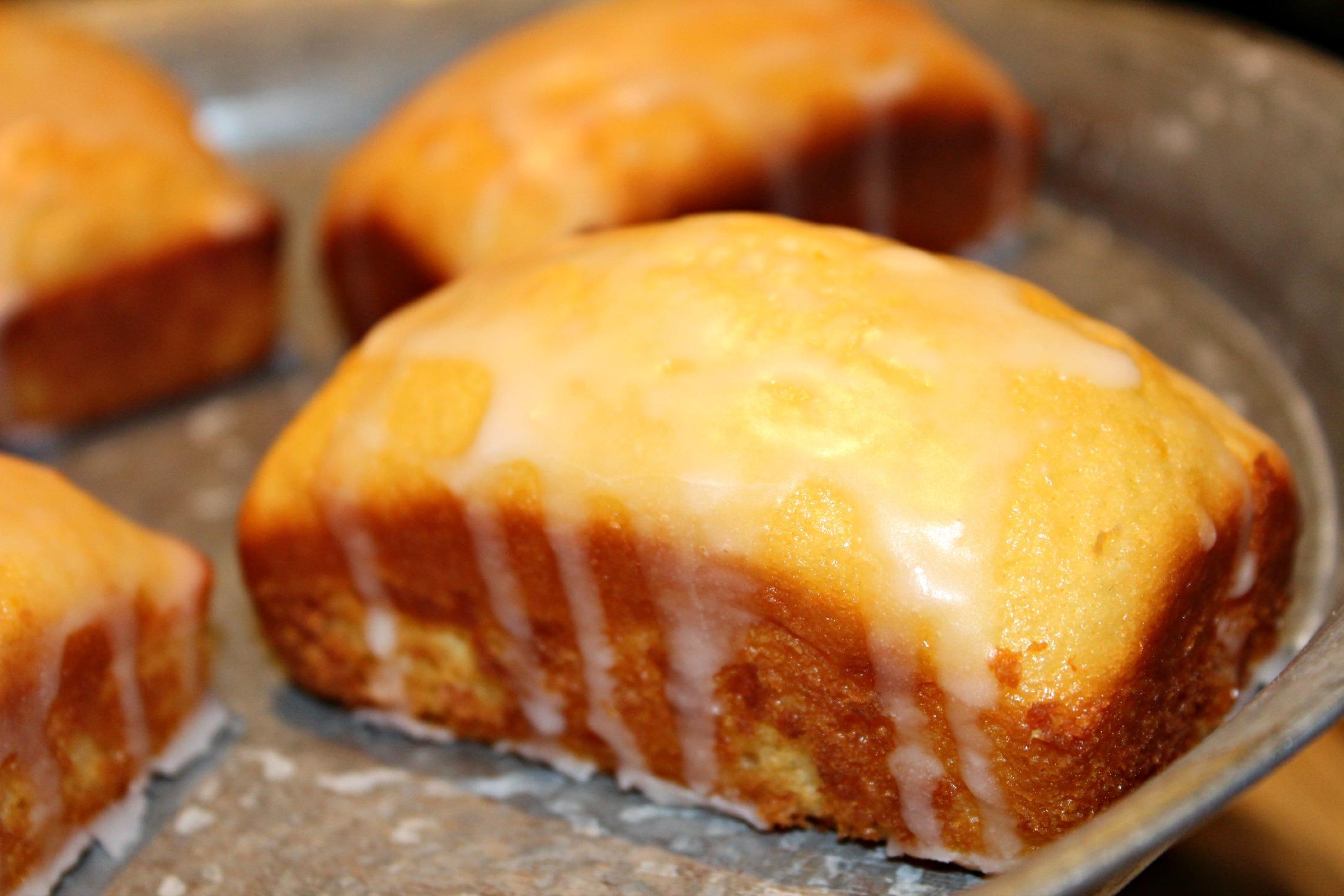 Lemon Raspberry Mini Loafs #ReadingFoodie: Shopaholic to the Stars