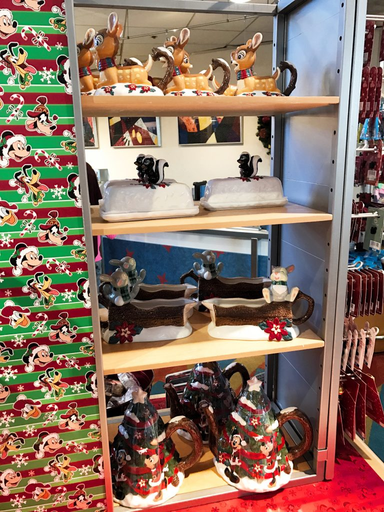 disney-world-christmas-contemporary-resort-gift-shop