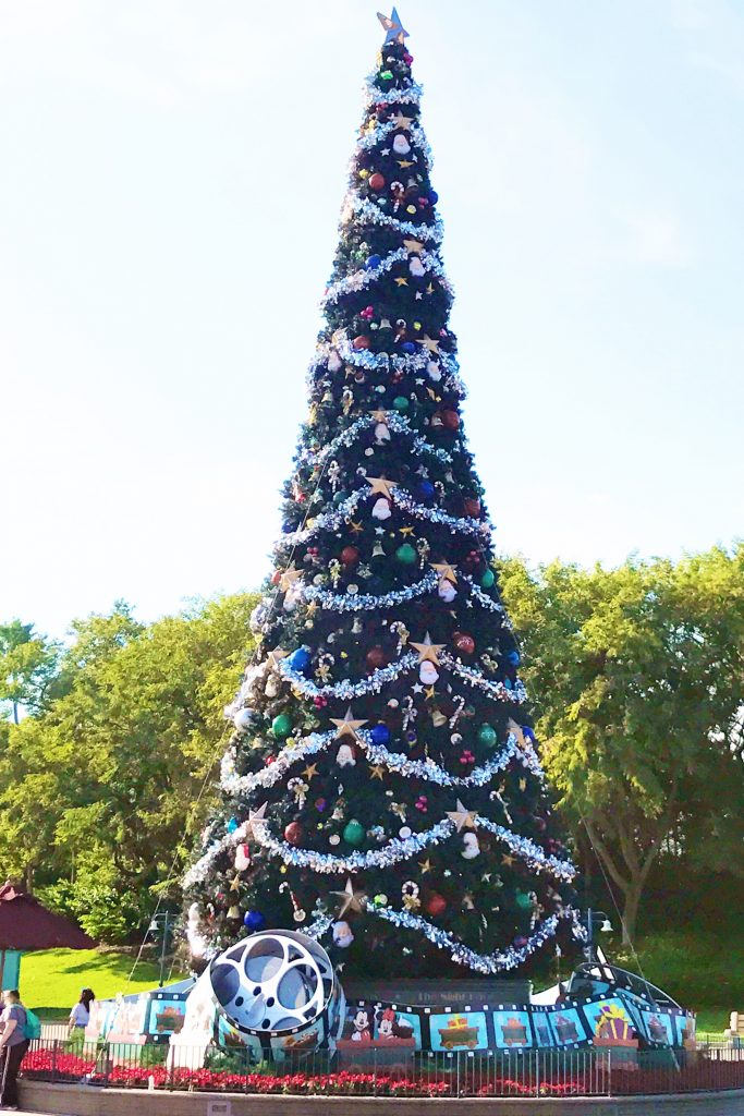 disney-world-christmas-hollywood-studios-christmas-tree