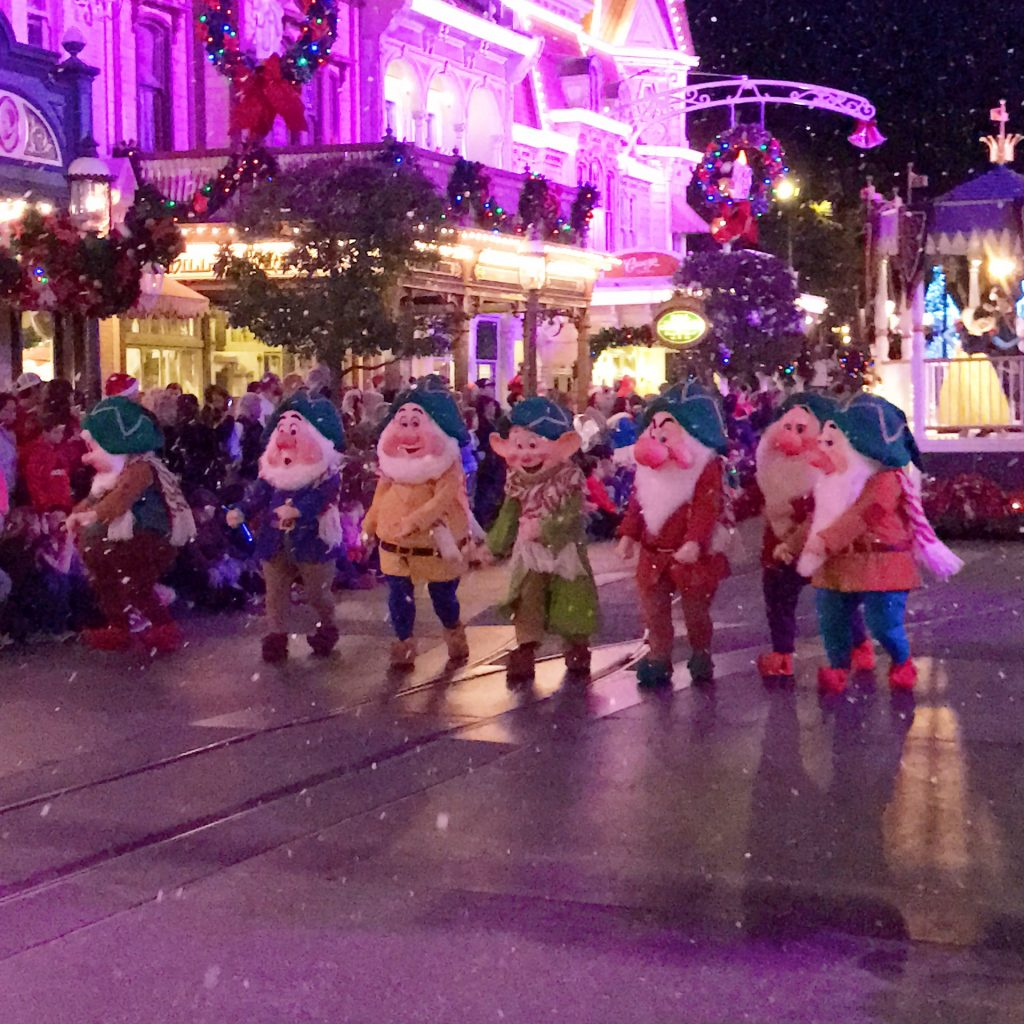 disney-world-christmas-magic-kingdom-mickeys-once-upon-a-christmastime-parade-seven-dwarfs