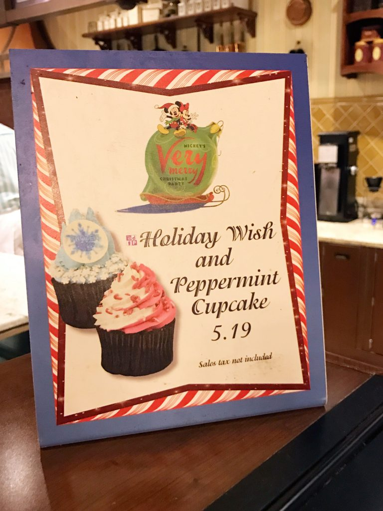disney-world-christmas-magic-kingdom-mickeys-very-merry-christmas-party-cupcakes-sign