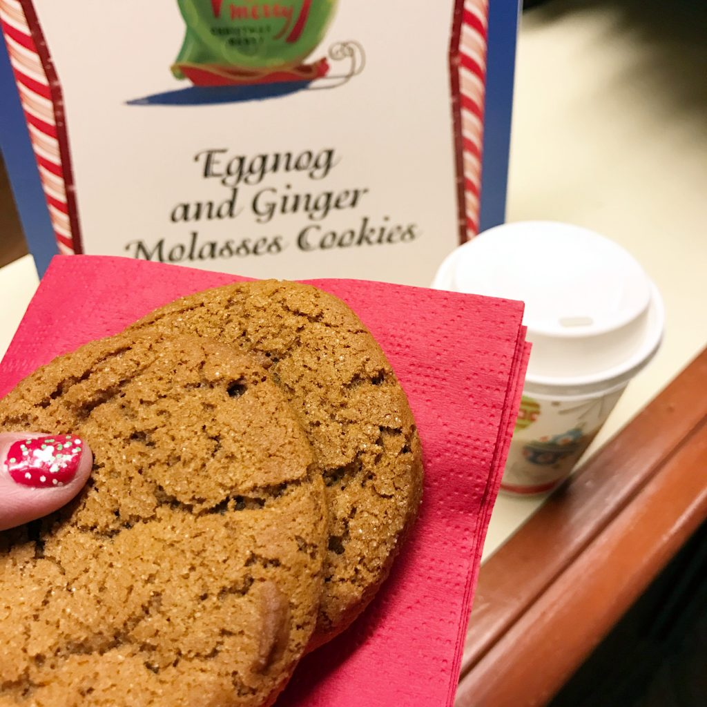 disney-world-christmas-magic-kingdom-mickeys-very-merry-christmas-party-ginger-molasses-cookies