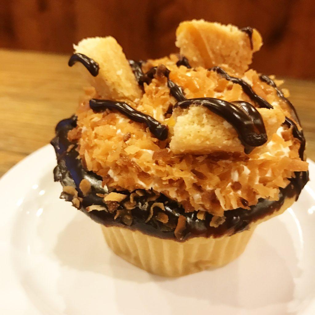 Mollys Samoa Cupcake