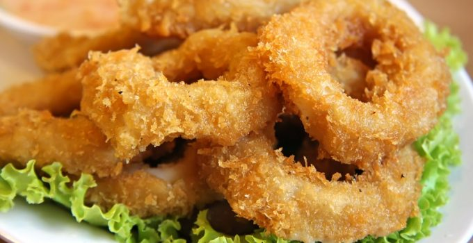 Fried squid rings breaded with tartar sauce_2