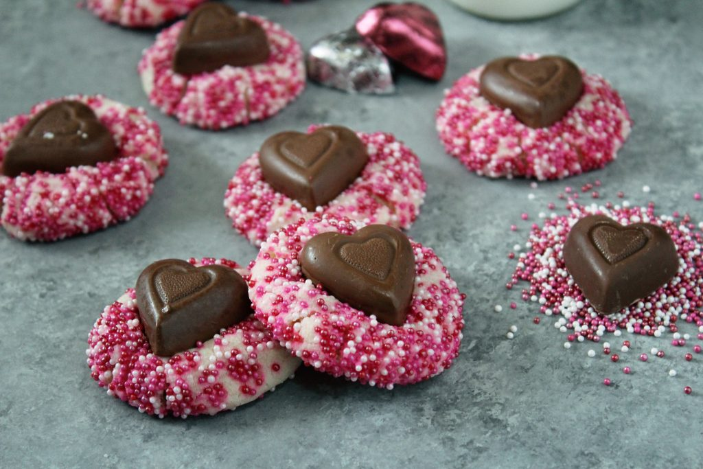 Valentine\'s Almond Shortbread Cookies - addicted to recipes
